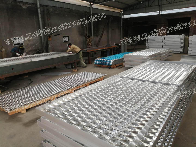 Aluminum Expanded Mesh Facade