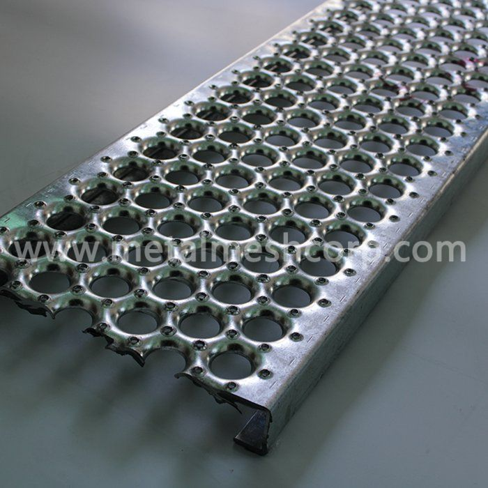 Perf-O Grip Walkway Grating