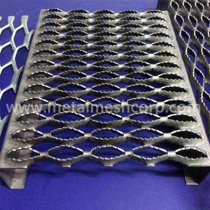 Anti Skid Diamond Hole Grating