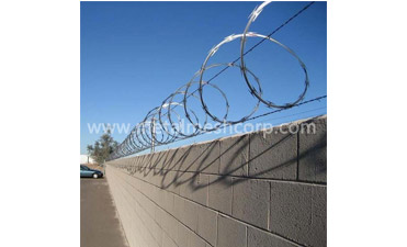 Which One Should I Choose For Razor Wire or Barbed Wire?